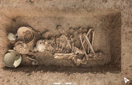 کاوشگران دانشگاه تهران به یافتههای جدیدی در گورستان نویافته عصر آهن ۲ و ۳ قرهتپه سگزآباد دست یافتند.